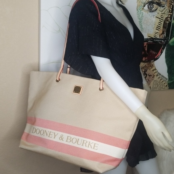 Dooney & Bourke Handbags - NWT DOONEY & BOURKE XL TOTE BAG PURSE
